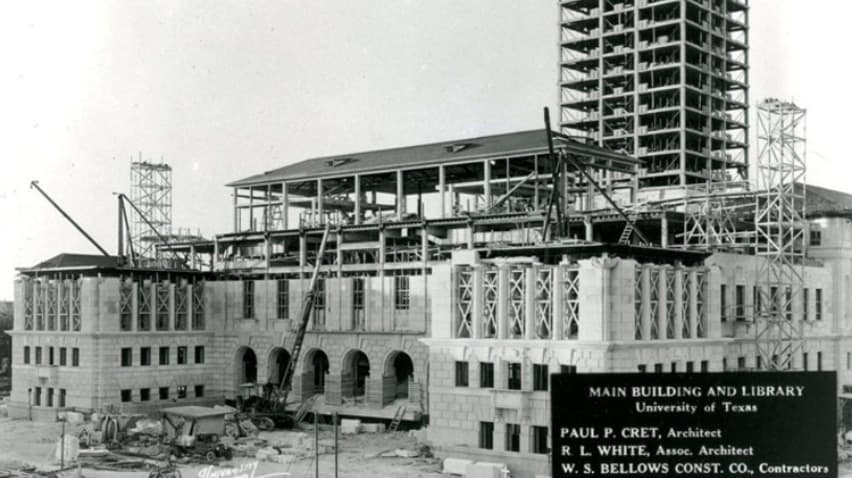 Black & white photo of UT Tower construction in the 1920s